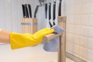 Як позбутися від запаху сирості в квартирі